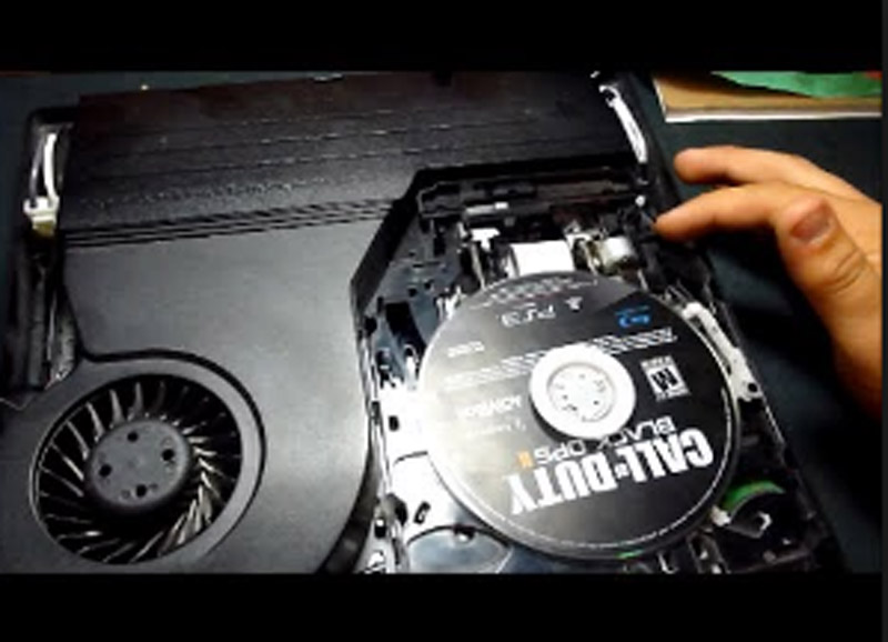 תיקון PS4 שפולט דיסקים לבד